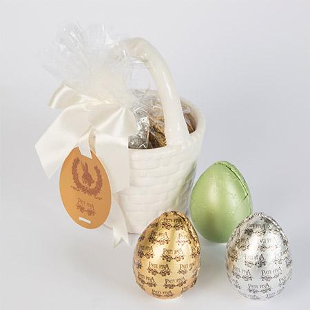 Cestinha Redonda de Louça com Ovos de Galinha